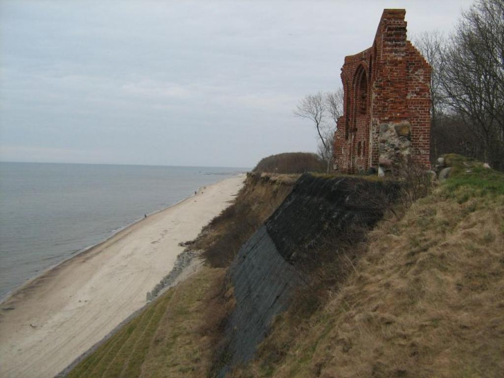 Ruiny Kościoła w Trzęsaczu 3