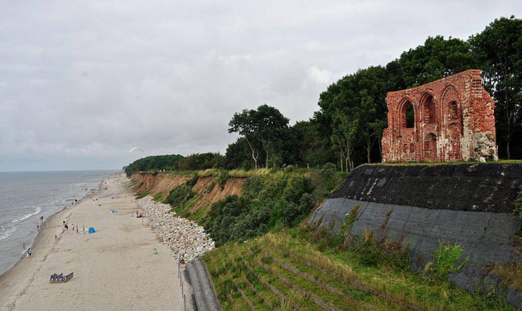 Ruiny Kościoła w Trzęsaczu 2